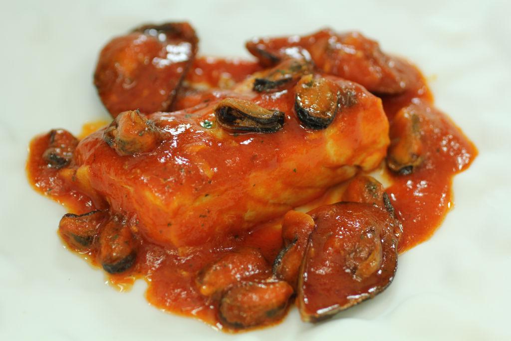 4b Corvina en salsa de mejillones